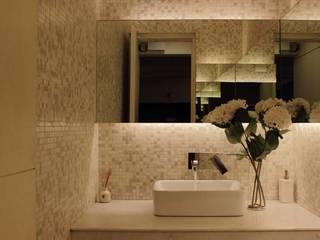 Apartment at Embassay Woods Modern bathroom by In-situ Design Modern