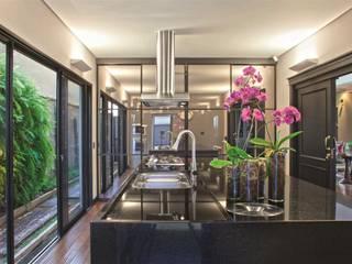 Residência Quinta do Golfe : Cozinhas  por FERNANDO ROMA . estudioROMA,Mediterrâneo