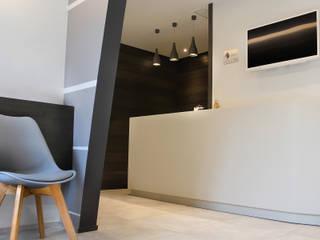 Cliniques modernes par Studio 06 Moderne