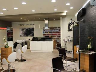 Locaux commerciaux & Magasin modernes par Studio 06 Moderne