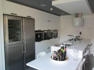 Marc Pérez Interiorismo KitchenCabinets & shelves