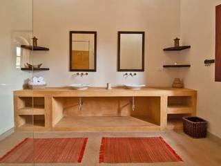 Rita Mody Joshi & Associates:  tarz Banyo