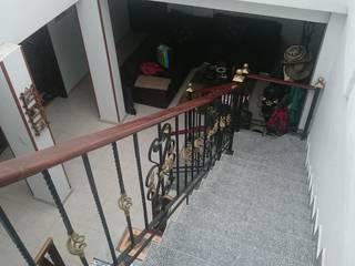 REMODELACION VIVIENDA BIFAMILIAR LA ESTRADA Pasillos, vestíbulos y escaleras de estilo rústico de MVP arquitectos Rústico
