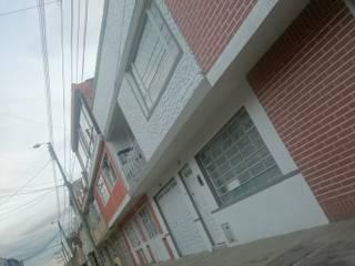 REMODELACION VIVIENDA BIFAMILIAR LA ESTRADA Balcones y terrazas de estilo minimalista de MVP arquitectos Minimalista