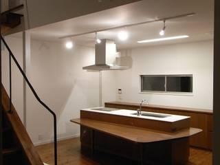 Nhà bếp phong cách hiện đại bởi 市川設計スタジオ Hiện đại