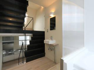 Salle de bains de style  par 濱嵜良実+株式会社 浜﨑工務店一級建築士事務所