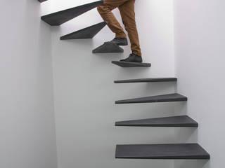 Amaral Loft Corredores, halls e escadas minimalistas por feedback-studio arquitectos Minimalista