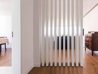 Modern Corridor, Hallway and Staircase by Ponto Cúbico Modern