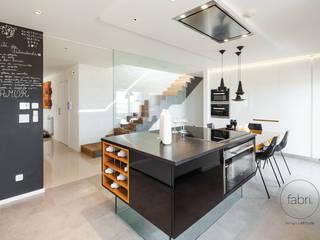 現代廚房設計點子、靈感&圖片 根據 FABRI 現代風
