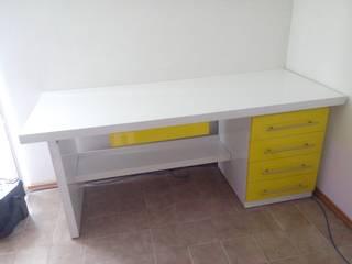 Escritorio :  de estilo  por Nesign - Diseño y fabricación de muebles.