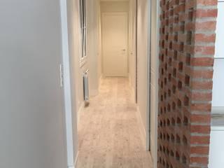 Scandinavian style corridor, hallway& stairs by EKIDAZU Scandinavian