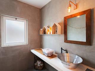 Bathroom by SegmentoPonto4, Country