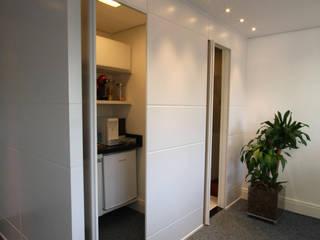 Escritório em Alphaville Edifícios comerciais modernos por Officina44 Moderno