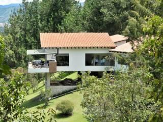 Casas de estilo  por WVARQUITECTOS