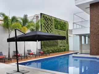 Residência Barra da Tijuca I Piscinas modernas por Carmen Mouro - Arquitetura de Exteriores e Paisagismo Moderno