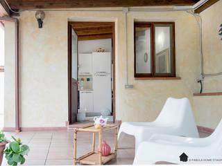 Casa al mare | Quartu Sant'Elena | Cagliari | Sardegna Balcone, Veranda & Terrazza in stile mediterraneo di Fabula Home Staging Mediterraneo