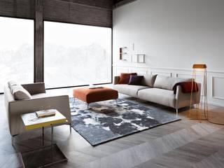 SOFA Y SILLON VOLO: Salones de estilo minimalista de PIANCA MOBILIARIO