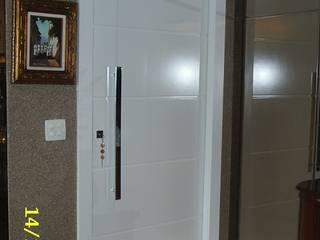 Classic style corridor, hallway and stairs by mr maria regina de mello vianna arquitetura e interiores Classic