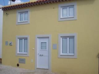 Atádega Sociedade de Construções, Lda Rustic style houses Yellow