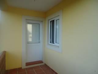 Atádega Sociedade de Construções, Lda Rustic style windows & doors Aluminium/Zinc White