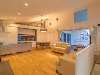 Modern Living Room by インデコード design office Modern Wood Wood effect