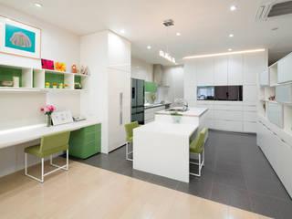 現代廚房設計點子、靈感&圖片 根據 一級建築士事務所ATELIER-LOCUS 現代風