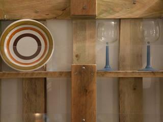 the FUNNY platerack:  in stile  di simona ricci creative interiors