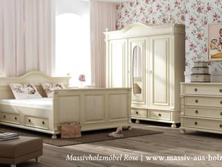 Landhausschrank in Antik weiß:  Schlafzimmer von Massiv aus Holz