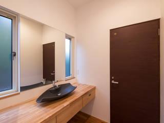 Baños de estilo moderno de 株式会社ルティロワ 一級建築士事務所 Moderno