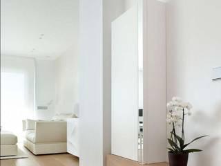 ruiz narvaiza associats sl Pasillos, vestíbulos y escaleras de estilo minimalista