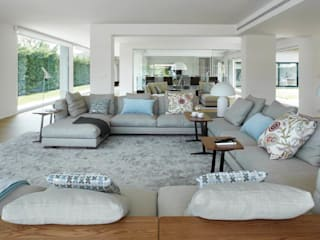 Modern Living Room by ruiz narvaiza associats sl Modern