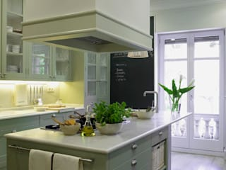 Classic style kitchen by DEULONDER arquitectura domestica Classic