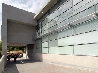 Centro de Salud 'Oeste-San Fermín'. Av. de San Fermín. Madrid. Casas de estilo minimalista de beades arquitectos s.a.p. Minimalista