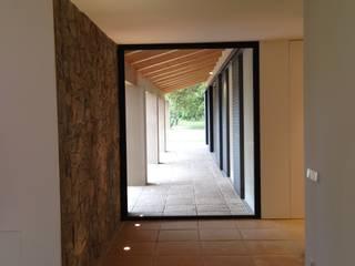 ruiz narvaiza associats sl Pasillos, vestíbulos y escaleras de estilo moderno