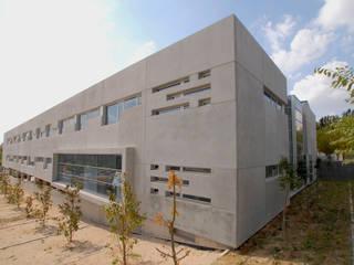 Minimalist houses by beades arquitectos s.a.p. Minimalist