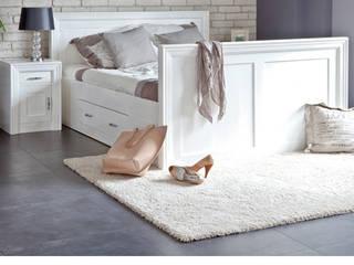 Massivholzbett Weiß: moderne Schlafzimmer von Massiv aus Holz