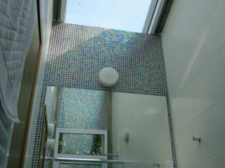 Squadra Arquitetura Modern Bathroom Glass Blue