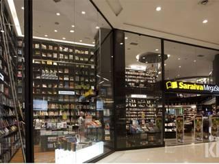 Saraiva - Shopping Higienópolis | SP: Lojas e imóveis comerciais  por KN Associados,Moderno
