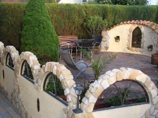 Rimini Baustoffe GmbH Rustic style garden Iron/Steel