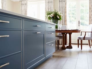 Country House Kitchen, Cobham Classic style kitchen by LINLEY London Classic
