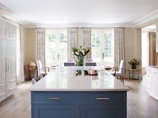 Country House Kitchen, Cobham by LINLEY London Classic