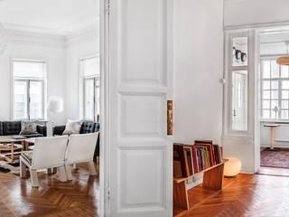 Pasillos y recibidores de estilo  por K-Studio