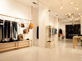 Oficinas y Tiendas de estilo  por Etxe&Co, Moderno