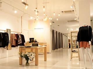 VUELVE MARCELA | San Sebastián Oficinas y tiendas de estilo moderno de Etxe&Co Moderno