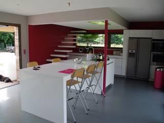 Cocinas de estilo moderno de Atelier d'Architecture Marc Lafagne, architecte dplg Moderno