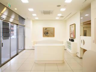 街角にある調剤薬局 モダンな医療機関 の 吉田設計+アトリエアジュール モダン