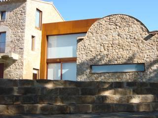 Modern Houses by ruiz narvaiza associats sl Modern