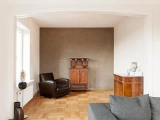 Гостиная в . Автор – Holzerarchitekten, Модерн