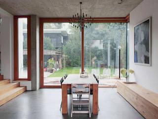 Столовые комнаты в . Автор – Holzerarchitekten, Модерн