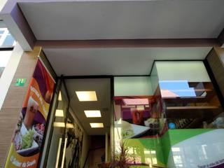 Lanchonete Toca do Açaí - Alphaville Bares e clubes modernos por Officina44 Moderno
